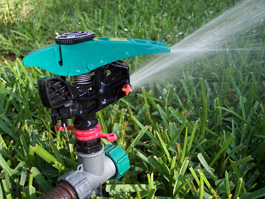 oscillating lawn sprinkler and hose fitting